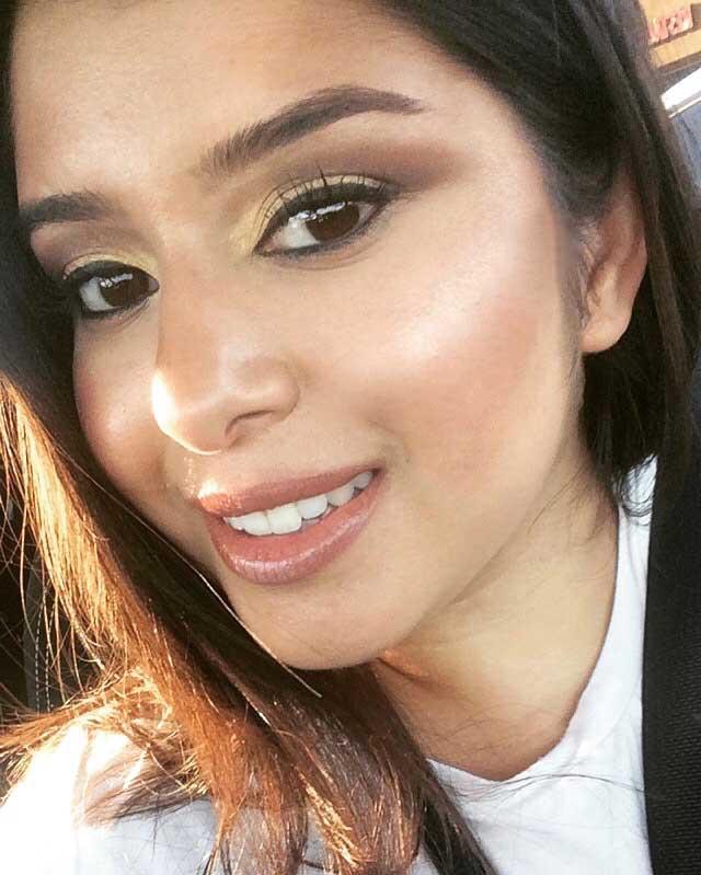 Amanda Flores