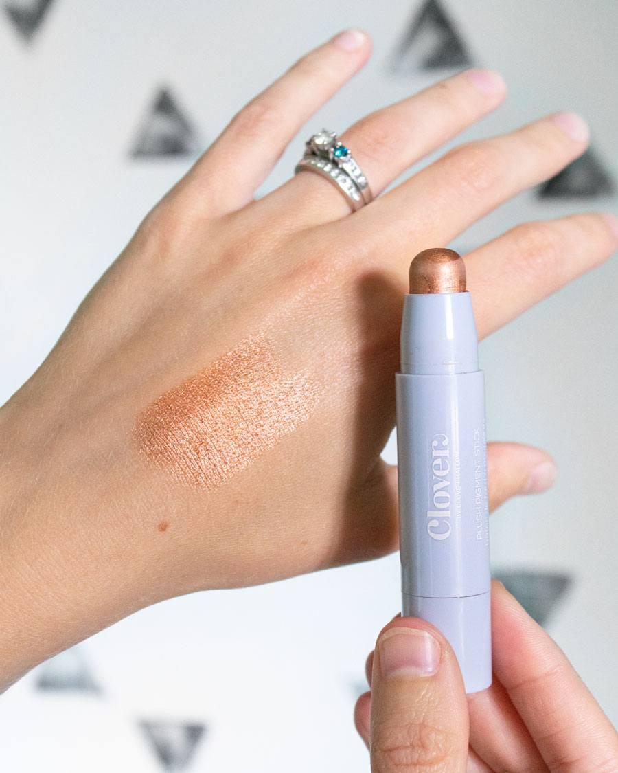 Clover Plush Pigment Eyeshadow Stick Showstopper